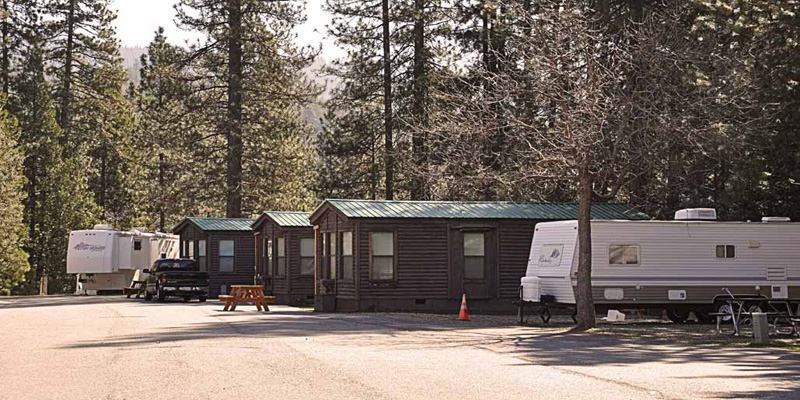 bass-lake-at-yosemite-log-cabins2