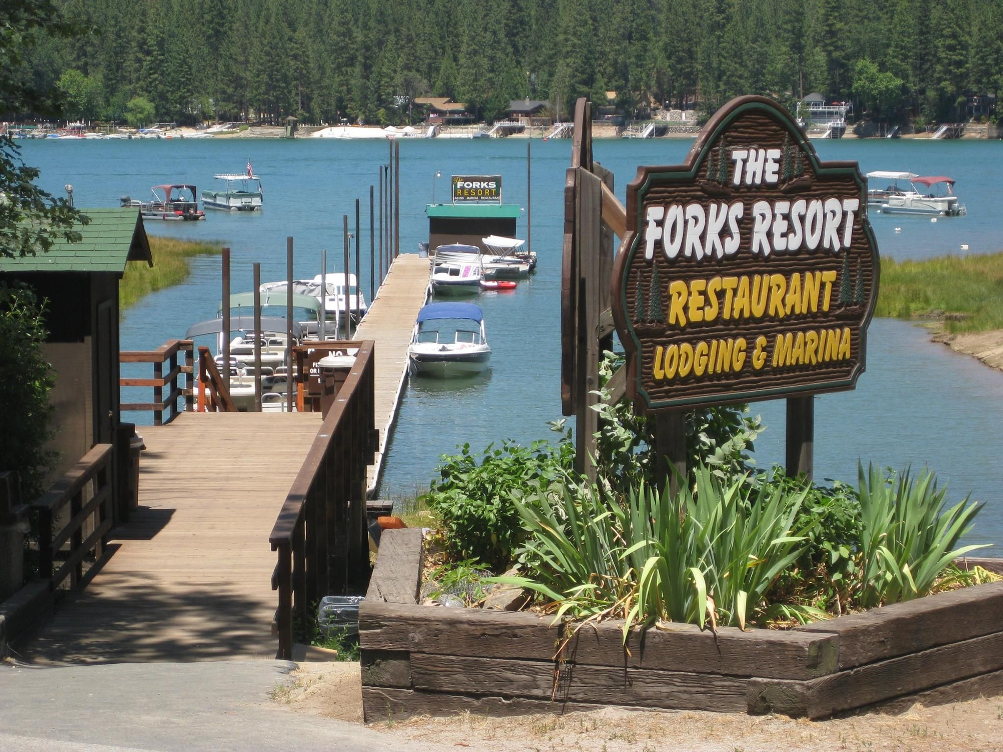 Bass_Lake_At_Yosemite_The_Forks_Restaurant